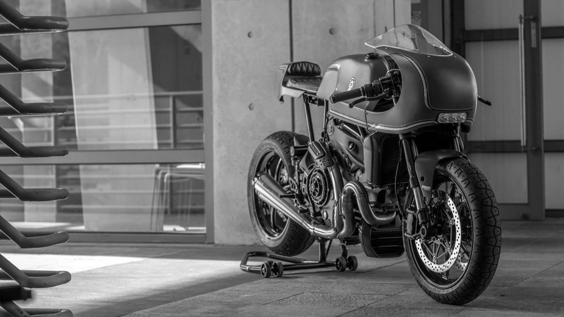 Ducati Monster 1200S Indigo Flyer par Rough Crafts